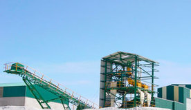 Treatment plant for silica sand